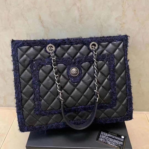 CHANEL Handbags - Chanel shopping tote